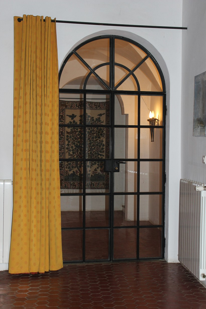 Salon door to landing
