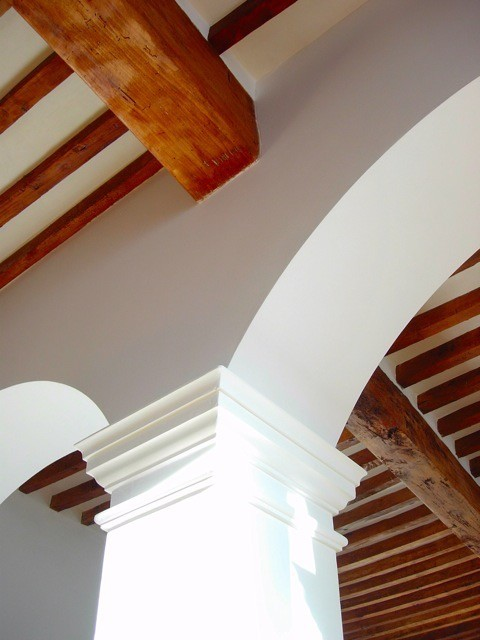 Salon ceiling & arch