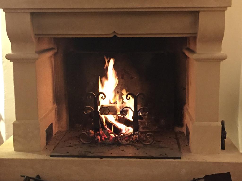 Salon open fire