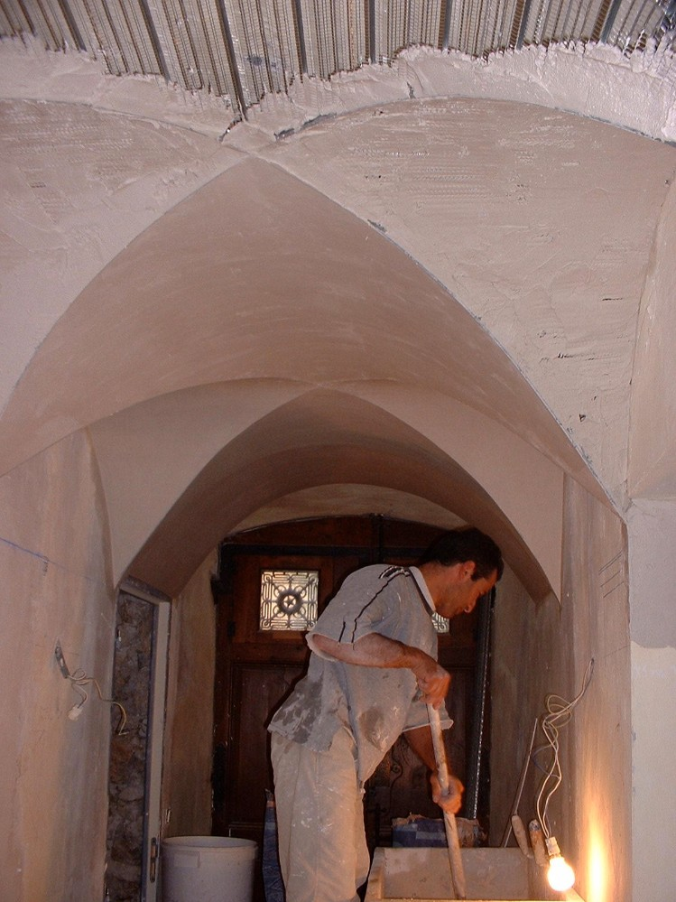 Vaulted ceiling - starting to plaster