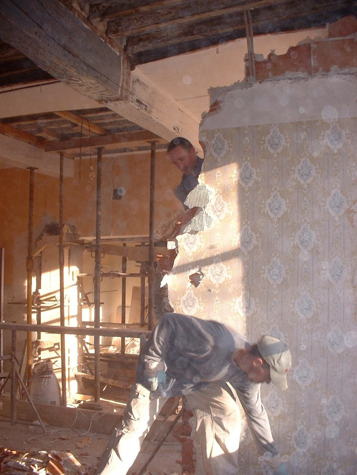 Supporting salon ceiling