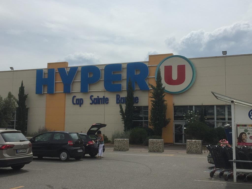 Hyper U food store