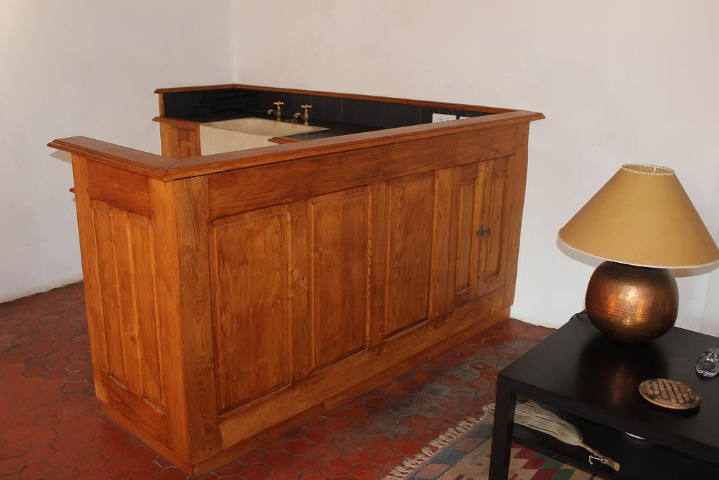 Salon corner kitchen